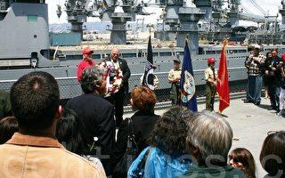 图为大黄蜂号航空母舰(USS Hornet)上,举行美国阵亡将士纪念节纪念仪式。(摄影:吕海/大纪元)
