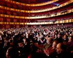 2011年1月16日,神韻紐約藝術團在美國紐約林肯中心大衛寇克劇院的第十場也是壓軸場演出爆滿。(攝影:戴兵/大紀元)