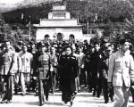 遷都南京後,蔣介石前往中山陵舉行謁陵大典