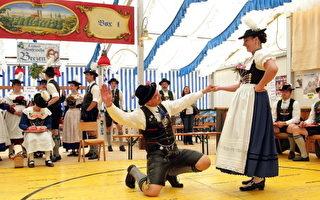 5月28日,德国巴伐利亚民间击鞋舞比赛(Johannes Simon/Getty Images)