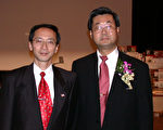 图:加州中医公会名誉会长李景新(左)和前会长梁智钧(右)。(摄影:季媛/大纪元)