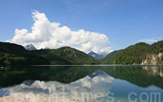王室博物馆座落在阿尔卑湖畔(摄影:黄芩/大纪元)