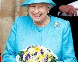 2011年4月21日在倫敦,英國女王伊麗莎白二世慶祝她85歲生日(Photographer: Samir Hussein/Contributor /Getty Images)