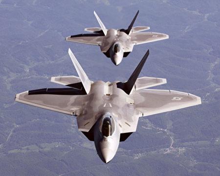 美国空军F-22 超音速战斗机出现氧气供应问题,自5月3日起全面停飞。(图片来源:HO/AFP)