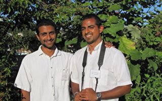 """图:钻石吧居民Rishi(左)和Ro Kumar兄弟俩向社区民众展示了他们亲手打造的家庭菜园——""""Growing Home""""(成长之家)。(摄影:刘菲/大纪元)"""