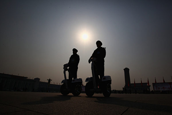 北京警方在2011年「兩會」期間巡邏(圖片來源:Getty Images)