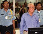 6月27日,前红色高棉最高领导人在柬埔寨特别法庭受审,为他们当年犯下的罪行负责。 图为09年以群体灭绝罪起诉赤柬时期领导人乔森潘(Khieu Samphan)。(AFP)