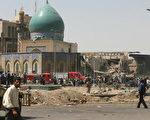 位於席納克地區的柯拉尼清真寺主祈禱大廳,遭威力強大爆炸襲擊(AHMAD AL-RUBAYE/AFP)