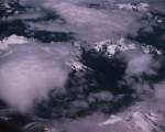 有人在西藏上空攝到「龍」,見圖左下角。