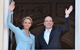 7月1日,摩纳哥亲王亚伯特二世与维特施托克在王宫完成了法定结婚登记手续。(Pascal Le Segretain/Getty Images)