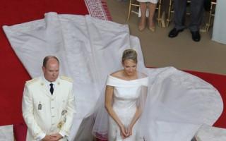 摩纳哥亲王亚伯特二世和新娘夏琳王妃的宗教仪式婚礼7月2日举行。(AFP PHOTO / VALERY HACHE)
