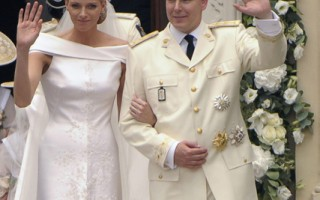 """摩纳哥亲王亚伯特二世将与夏琳王妃回娘家南非探亲(Princess Charlene)计划""""回娘家"""",到南非一游并探亲。 (AFP PHOTO/FRED DUFOUR)"""