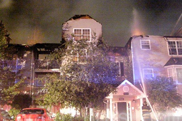 昆市三級大火燒通屋頂 暫無人受傷