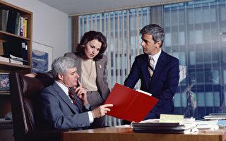 領導人授權讓屬下決策是一回事,但把一切交給命運,或任由敵人擺布,則完全是另一回事,而且不是領導人該有的作為。(圖 :photos.com)