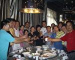 上海进京回沪访民再一次为上海维权人士李惠芳释放出狱聚餐(图片由知情者提供)