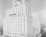温哥华酒店(Hotel Vancouver)于1939年5月25日正式开业,当日国王乔治五世和伊丽莎白皇后曾入住这座17层高的酒店。(温哥华档案馆图片,编号:CVA 99-3694Hot N53) (摄影:  / 大纪元)