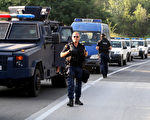 7月26日,大批科索沃警察进驻靠近塞尔维亚的边界。(AFP)