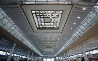 《经济观察报》报导,截止到5月底,中铁被拖欠的工程款达到280亿元。图为2011年5月22日,施工中的南京南站(ChinaFotoPress/Getty Images)