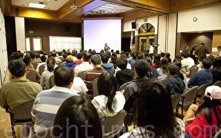 """2010年9月12日﹐《大纪元时报》和新唐人电视台举办的首届""""大洛杉矶教育展""""吸引了包括哈佛、耶鲁、芝加哥大学、滨州大学、加州理工、南加州大学、加大洛杉矶分校、加大伯克利分校等50家院校的参展机构以及上千名学生和家长。(摄影﹕季媛/大纪元)"""