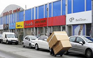 巴黎郊区奥贝维埃(Aubervilliers)市,拥有700多家华人经营的纺织品贸易批发店,是法国甚至欧洲最大的中国纺织品交易市场。 (BERTRAND GUAY/Getty Images)