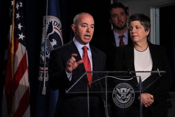 美國調整移民程序  H1- B簽證好處增多