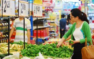 大陆一位市民在九江市购买蔬菜。大陆的猪肉等价格已经大幅上涨。    (图片来源:Getty images)