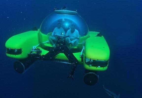 Triton公司正在研製可乘坐三人,下潛10公里深海的微型潛艇。圖為正在潛水的微潛艇(圖片來源:Triton公司提供)