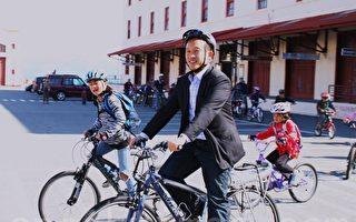 邱信福鼓勵兒童騎單車