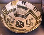 卢浮宫所藏、六千年前的美索不达米亚大碗。(作者提供)