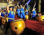 新唐人旗鼓队带来气势磅礡的演出,为屏东富而有德餐会揭开序幕。(摄影:罗瑞勋∕大纪元)