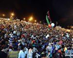 新华网有意把图像倾斜,造成不稳定的视觉效果,以表达对利比亚人民自由胜利的仇视心理。(网络截图)