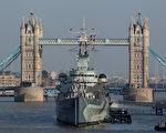 贝尔法斯特号目前停放在伦敦塔桥附近。 (Peter Macdiarmid/Getty Images)