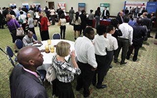 就业低迷:招聘会吸引数千求职者