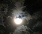 新诗:不再赤裸的月光