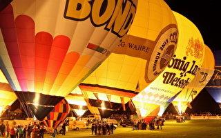 晚上,地面上的热气球全部点燃,夜幕中格外耀眼。(Mathis Wienand/Getty Images)