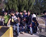 2011年9月9日,王荔蕻案宣判当天,北京温榆河法院外大批媒体守候。(知情人提供)