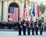 在加州帕莎迪那市府前的911纪念会上﹐旗手和卫兵履行庄严的仪式﹐表示捍卫美国和自由的决心。(摄影:王清华  / 大纪元)