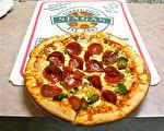 「SINGAS」不同風味的比薩-意大利辣味香腸比薩。(何真/大紀元)