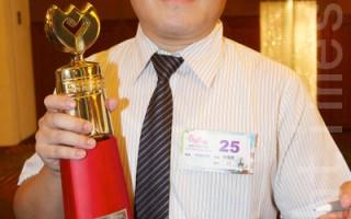 楠梓國小教務主任林傳貴今年獲得「特殊優良教師」,他的付出讓很多學生都把他當作乾爹。(攝影:李曜宇/大紀元)
