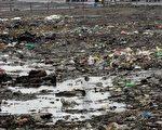 中国地下水污染已到相当严重程度。图为北京效外的一个工业区,周边环境遭到严重污染。(AFP/Getty Images)