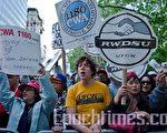 美国爆发了占领华尔街,反对金融贪婪及社会不公的抗议活动。(摄影﹕Aloysio Santos/大纪元)