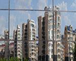 近日,內蒙古鄂爾多斯市一家房地產開發公司法定代表人在廁所上吊自殺。由於信貸緊縮及高利貸等原因導致當地出現大量房地產企業倒閉。圖為,鄂爾多斯市內一景。(MARK RALSTON/AFP/Getty Images)