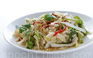 凉拌白菜心做法简单,将平凡的白菜变成美味可口只需几分钟。(摄影:江柏逸/大纪元)