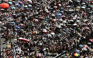 卡扎菲毙命 也门数万人示威:阿里轮到你