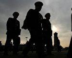 """要对今天中国整体道德滑落负责的正是中共,而中共嫁祸民众""""道德低下"""",假借""""道德""""棍子打人等,都是为了逃避责任。 (Staff: MARK RALSTON / AFP)"""