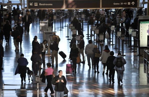 一家人搭機旅行 不多花錢坐一起有8妙招