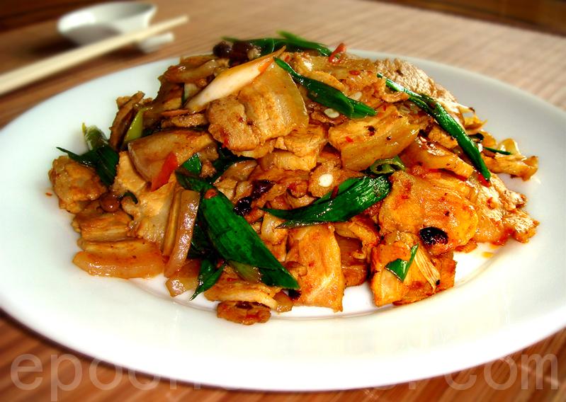 回锅肉是川菜的化身,色泽红亮,肥而不腻,入口咸鲜,后有酱辣香味(摄影: 彩霞 / 大纪元)