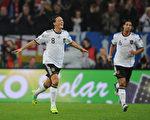 足球•融入 土耳其裔球星德国经历辉煌