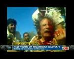 卡扎菲被捕前依然幻想能够重掌利比亚大权。 图为10月20日,CNN播出卡扎菲在老家苏尔特被捕时的画面。( AFP ImageForum)