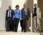 2011年11月12日,欧盟外交政策负责人凯瑟琳·阿斯顿(Catherine Ashton)访问利比亚,并正式启动欧盟驻利比亚代表处。(AFP PHOTO/JOSEPH EID)